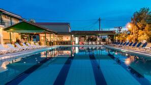 Seasonal outdoor pool, open 10 AM to 8 PM, pool umbrellas, pool loungers