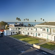 The Tides Oceanview Inn and Cottages