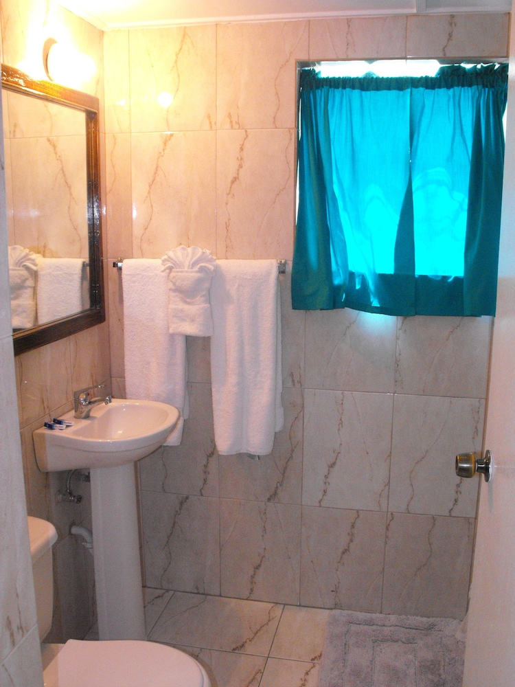 Bathroom, Verney House Resort