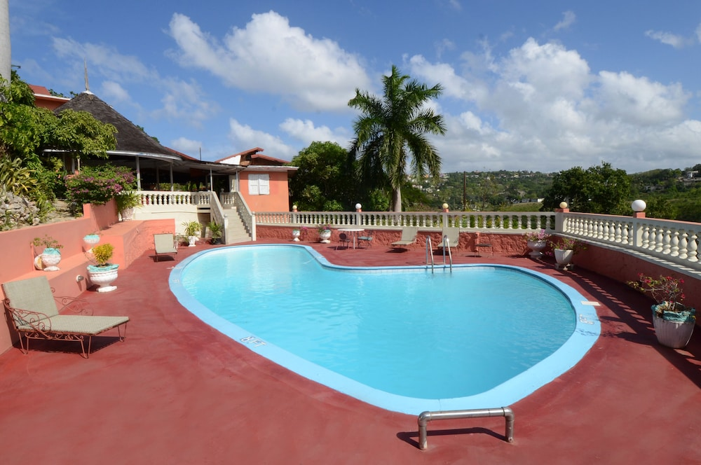 Outdoor Pool, Verney House Resort