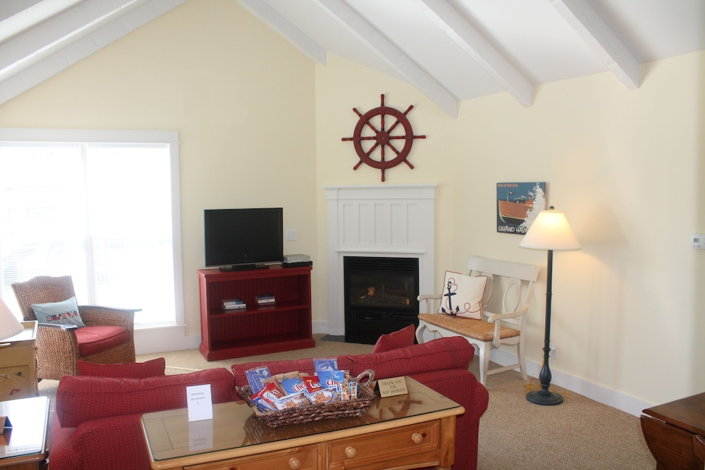 Living Area, Captain's Cottage Suites