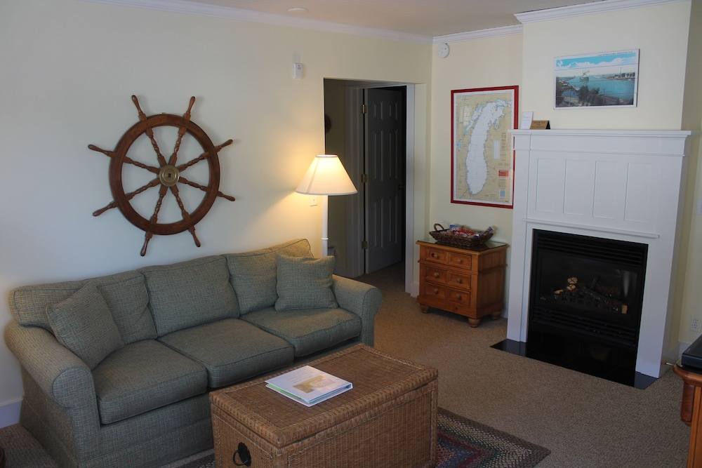 Living Room, Captain's Cottage Suites