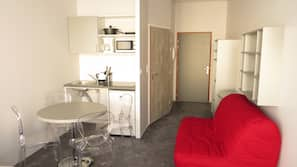 Desk, soundproofing, free WiFi, wheelchair access