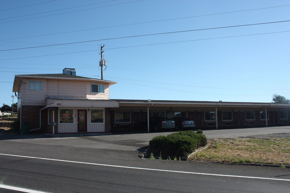 Front of Property, A-1 Budget Motel
