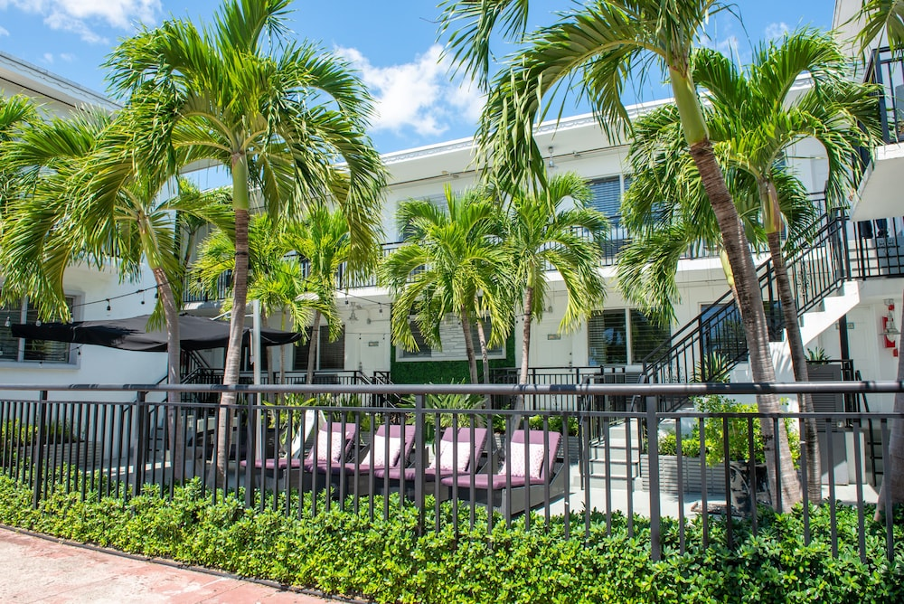 Front of Property, Beachside All Suites Hotel, a South Beach Group Hotel
