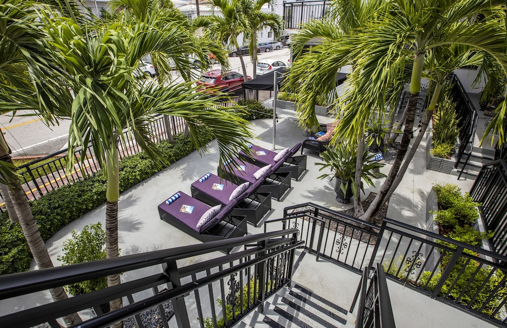 Courtyard, Beachside All Suites Hotel, a South Beach Group Hotel