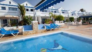 3 outdoor pools