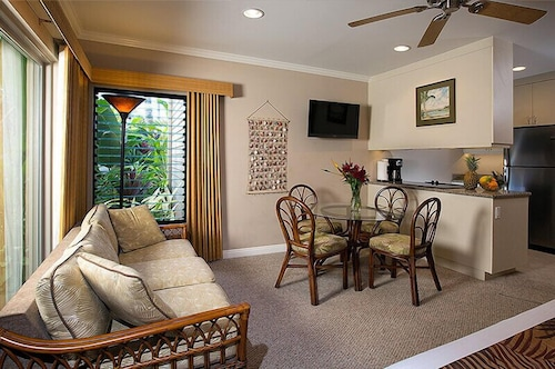 In-Room Dining, Hale Napili