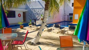 2 piscinas al aire libre (de 7:00 a 22:00), sombrillas, tumbonas