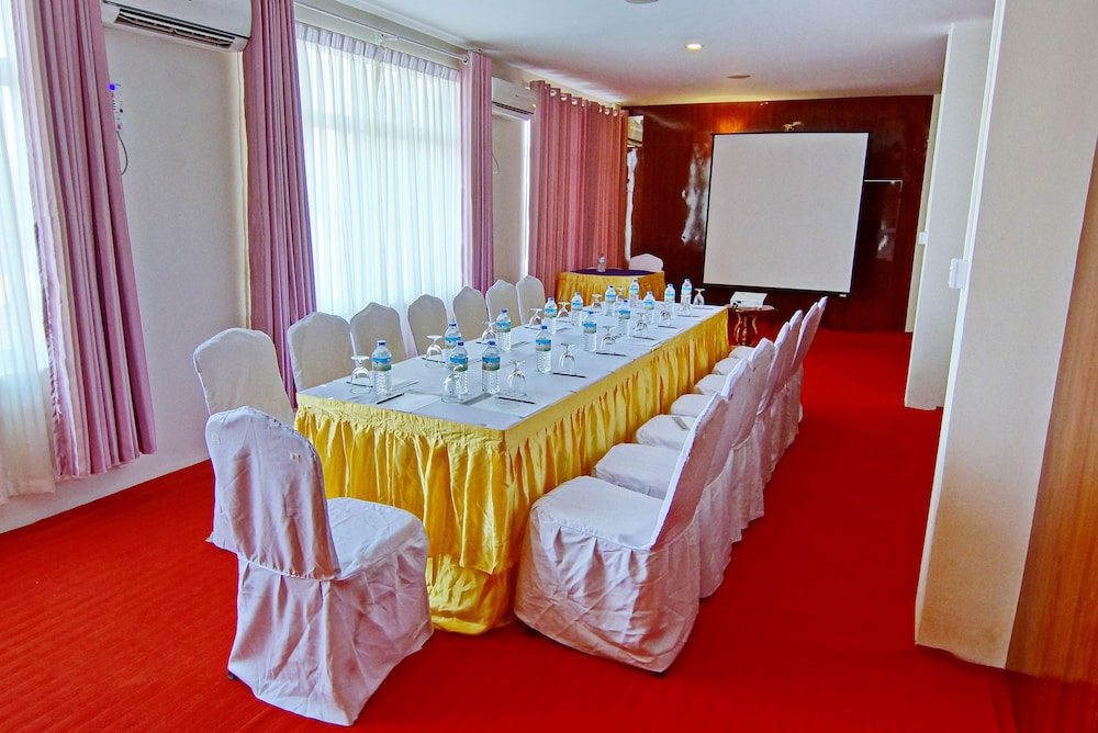 Meeting Facility, Triumph Hotel