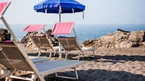 Spiaggia privata, lettini da mare, ombrelloni, snorkeling