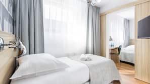 Pillowtop-Betten, Schreibtisch, Verdunkelungsvorhänge, kostenloses WLAN