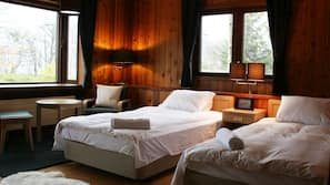 8 kamar tidur, brankas, dan dilengkapi dengan perabotan berbeda-beda