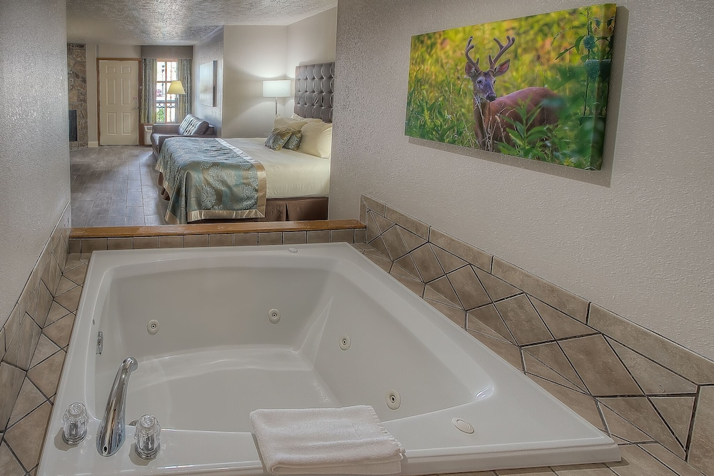 Jetted Tub, Accommodation By Willow Brook Lodge