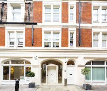 10 Lees Place, Mayfair, London W1K 6LL, England.