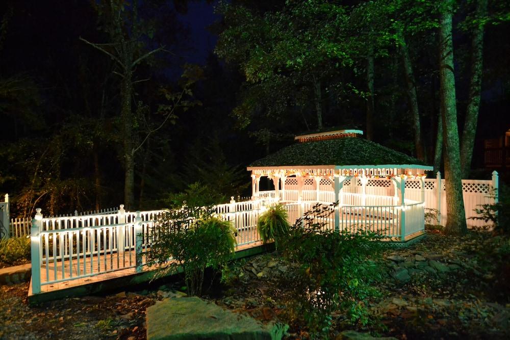 Book honeymoon hills gatlinburg cabin rentals gatlinburg for Gatlinburg cabin rentals specials