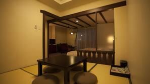 迷你吧、房內夾萬、書桌、窗簾