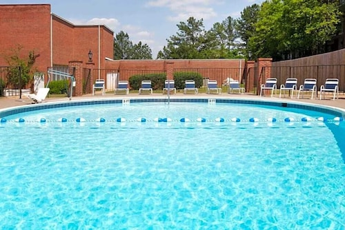 Americas Best Value Inn & Suites Phenix City