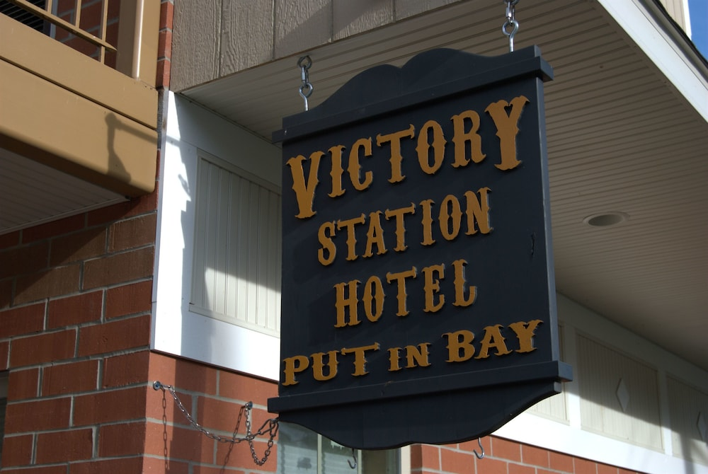 Exterior detail, Put in Bay Victory Station Hotel