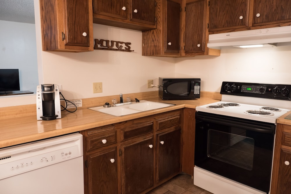 Private Kitchen, Whispering Pines