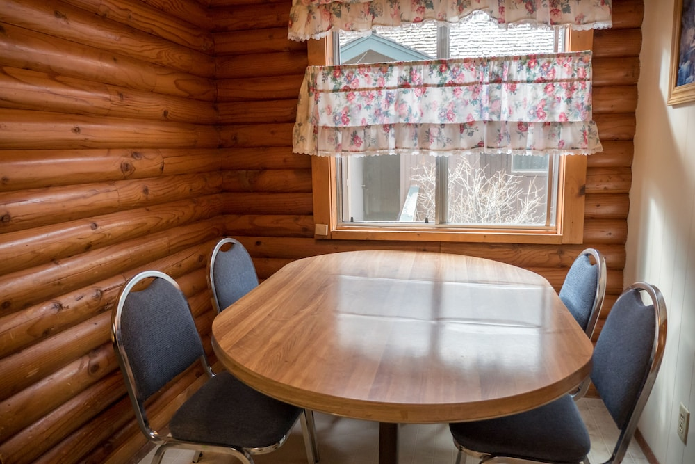 In-Room Dining, Whispering Pines
