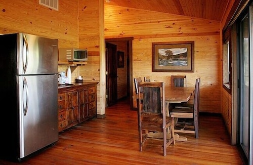 Private Kitchen, Hideout on the Horseshoe