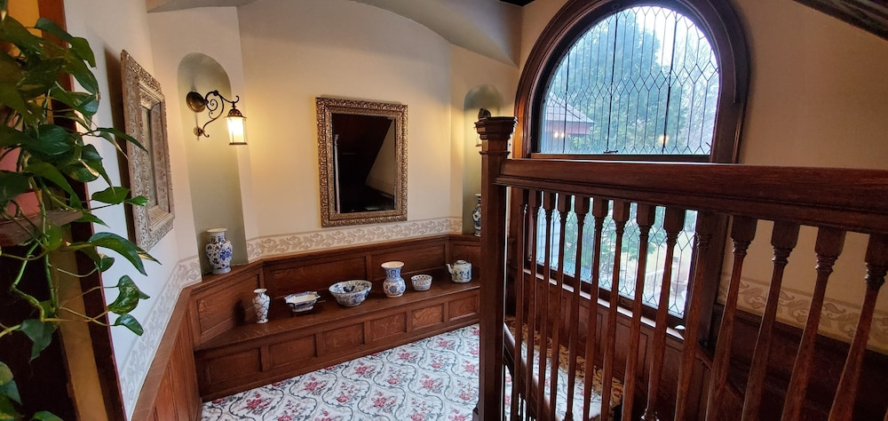 Staircase, Saravilla Bed and Breakfast
