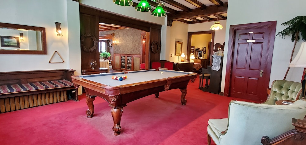 Billiards, Saravilla Bed and Breakfast