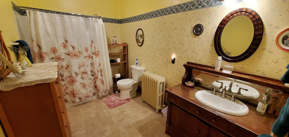 Bathroom, Saravilla Bed and Breakfast