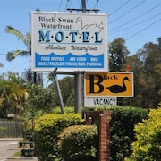 Black Swan Waterfront Motel - Adults Only