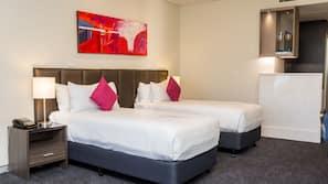 1 多间卧室、高档床上用品、加厚床垫、保险箱