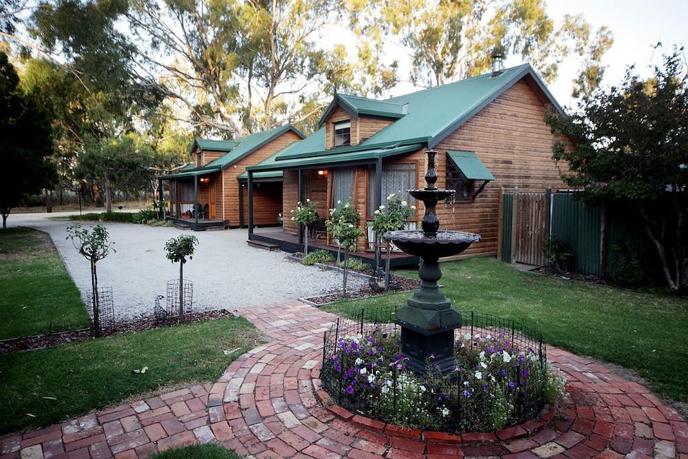 Cottages On Edward Deniliquin 2018 Hotel Prices Expedia