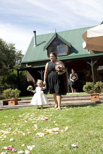 Cottages On Edward In Deniliquin Hotel Rates Amp Reviews