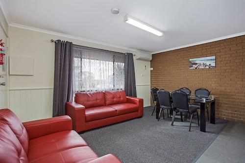 Warrnambool Motel and Holiday Park