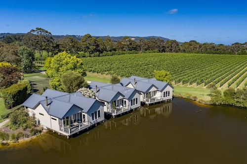 $60 Mornington Peninsula Hotels with a Jacuzzi or Hot Tub in