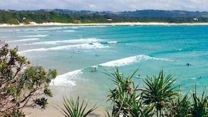 Beach nearby, white sand, sun-loungers, beach towels