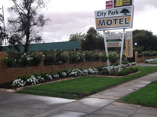 City Park Motel & Apartments