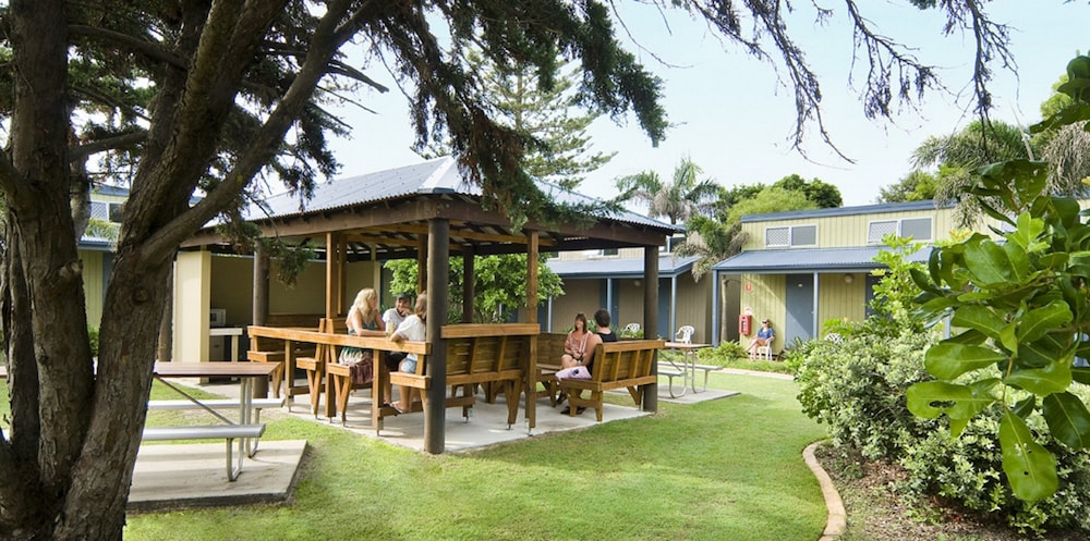 book first sun holiday park byron bay hotel deals. Black Bedroom Furniture Sets. Home Design Ideas