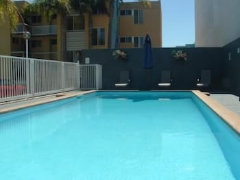 Outdoor Pool, Waterview Holiday Apartments
