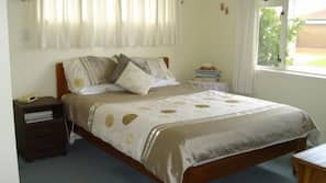 3 bedrooms, premium bedding, down comforters, pillowtop beds
