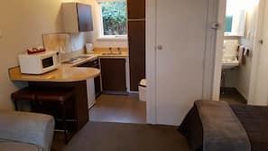 5 bedrooms, premium bedding, desk, iron/ironing board
