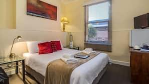 高級寢具、書桌、熨斗/熨衫板、嬰兒床 (收費)