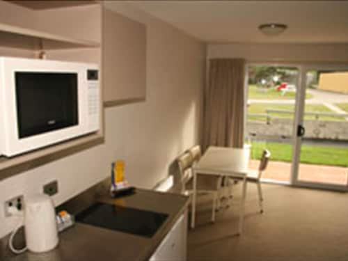 Private Kitchenette, Dunedin Aaron Lodge Holiday Park
