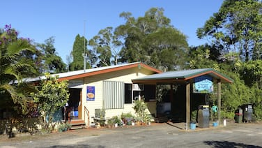 Lake Eacham Tourist Park & Self Contained Cabins