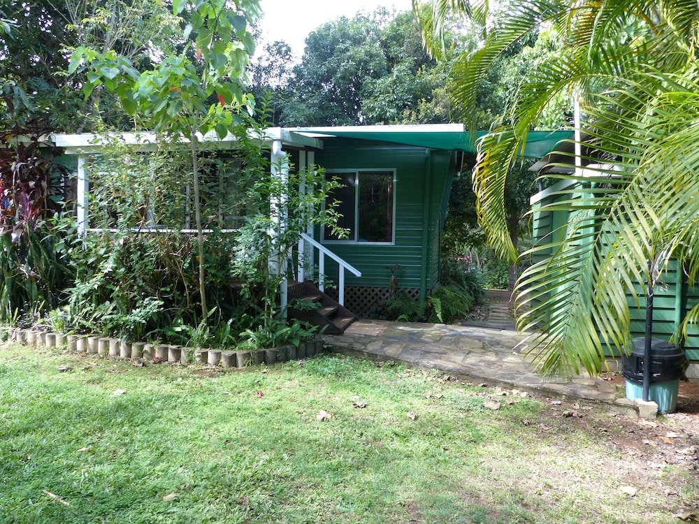 Lake eacham tourist park self contained cabins in for Self contained cabin