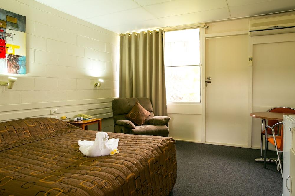 Carnarvon Hotel Motel
