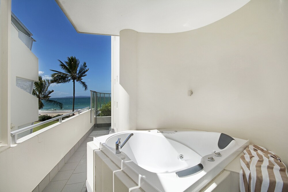 One Bedroom Beach View Spa Outdoor Tub