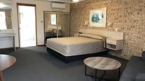 Minibar, iron/ironing board, free WiFi, bed sheets