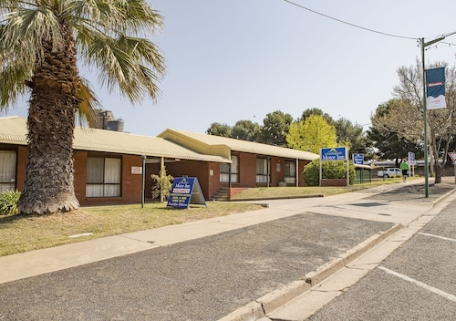 Country Roads Motor Inn Narrandera