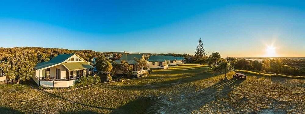 Fraser island beach houses deals reviews eurong aus for Beach house designs fraser coast